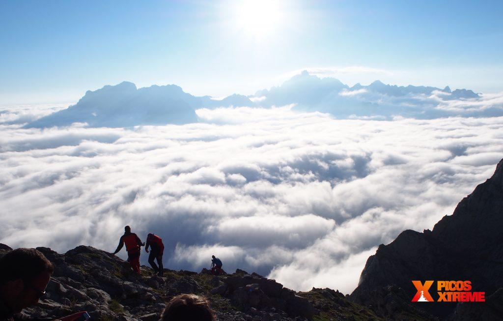 Trekking a Collado Jermoso en Picos de Europa. Puesta de sol